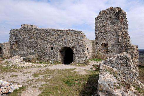 časť zrúcaniny hradu Branč
