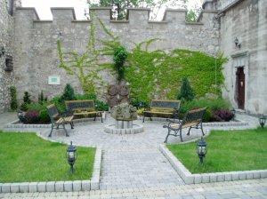 Nádvorie Smolenického zámku